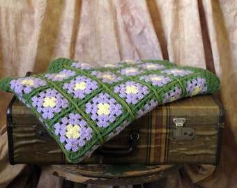 Beautiful green, purple lilac and yellow vintage afghan throw.