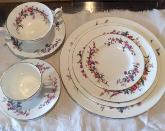 Vintage Wedgwood Devon Sprays 8 pc full place setting, Discontinued made 1949-65, Excellent condition, fine dining, Wedding/ Bridal shower