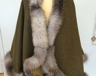 Reversiblealpaca cape with fox trim