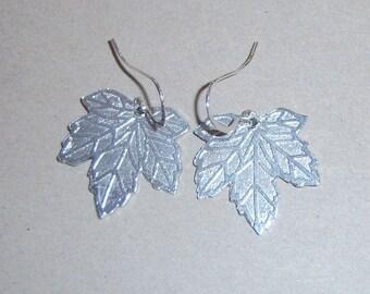 Leaf Earrings - maple leaves - pewter mape leaf - pewter leaf earrings - maple leaf earrings - dangly leaf earrings - maple leaves earringss