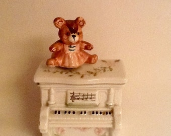 Vintage Music Box / Revolving  Teddy Bear / By Schmid / 1983 / Porcelain /  The Entertainer /  Baby Present / Baby Shower / Collectible