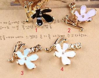 """10 pcs of antique gold color flower """"Nice"""" charm pendants 20x18mm"""