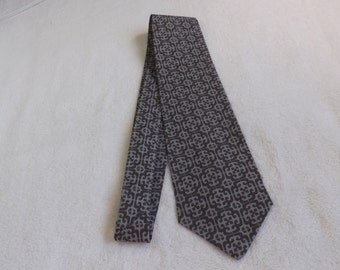 adult /teen neck tie made from gray geometic design cotton fabric
