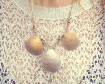 TRIBAL Shakti Natural bohemian Godess Seashell Makrame Necklace