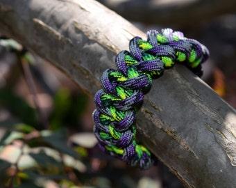 Shark Jaw Paracord Bracelet (Mystique/Gecko)
