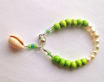 Spring Green Pearl Bracelet, Wooden Beads Beach Bracelet, Flower Girls Bracelet with Natural Sea Shell