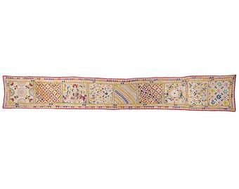 VINTAGE TEXTILE - Long Vintage Pelmet with Flower and Leaf Design on Cotton.