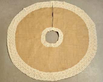 Christmas Tree Skirt with lace decoration for christmas tree