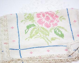 Vintage Embroidered Dresser Scarf