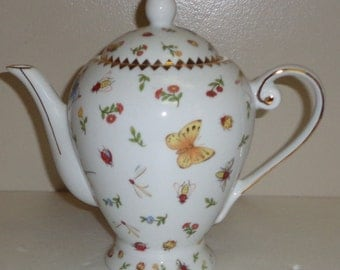 I Godinger Teapot/Coffeepot Butterfly, Insects, Ladybugs, Flowers with Gold Trim
