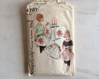 Vintage Sewing Pattern For Waist Apron With Applique & Smocking