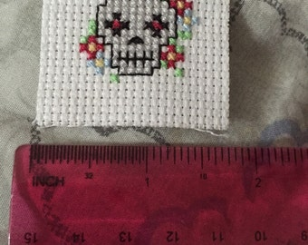 Simple skull cross stitch
