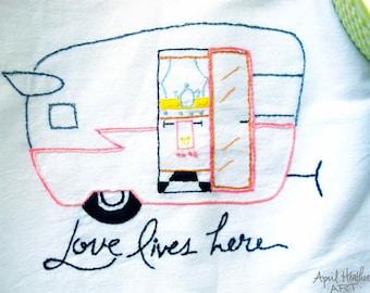 "PDF Camper Embroidery pattern - ""LOVE LIVES Here"" camper"