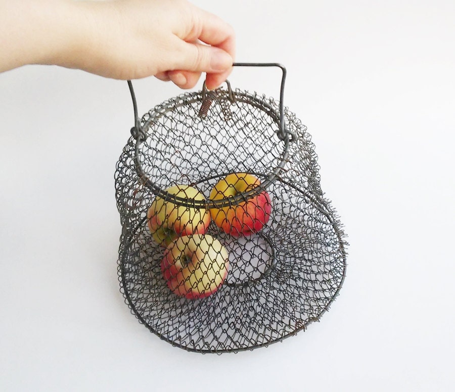 Wire basket fish corf collapsible wire metal vintage basket for Fish wire basket