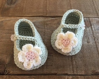 Crocheted baby shoes, flower shoes, Mary Janes, crocheted baby gift, photo prop, baby accessory, layette