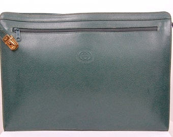 Rare  Auth VTG Gucci green briefcase with classic shape and details.