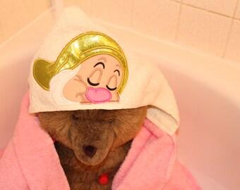 Hooded Towel-Personalized Towel - Personalized Hooded Towel - Hooded Towel Toddler - Dwarf Sleepy - Birthday Gift - Baby Shower Gift