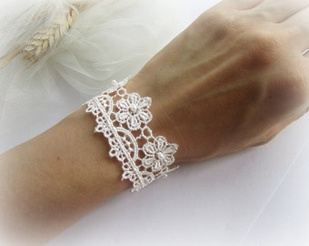Lace bracelet, floral lace bracelet, embroidered flowers lace bracelet, ivory, white bridal lace bracelet, bridesmaid bracelet, lace jewelry