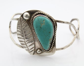 Vintage Southwest Turquoise Cuff Bracelet With Turquoise in Sterling Silver. [7496]