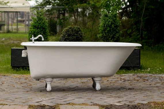Appraising A Vintage Clawfoot Tub - The Home