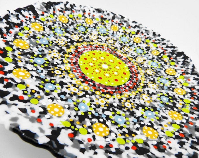 Round mandala fused glass plaque. Wall art. Fruit bowl. Decorative art. Mexican style artwork. Interior decor. House and home. giftware.