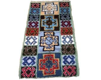"""Moroccan rag rug boucherouite (boucharouette) 71 x 35 """" berber tribal art"""