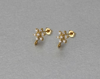 Flower Post Earring . Polished Gold Plated . 10 Pieces / C3082G-010
