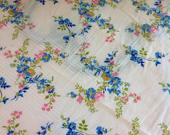 Saint Mary's Full size vintage sheet......flat....excellent condition.