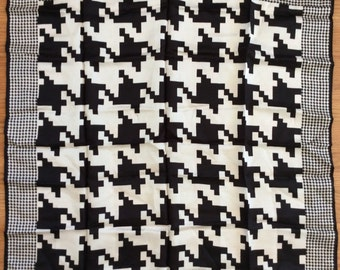 Vintage 1970s Black and White Geometric Graphic Houndstooth Scarf