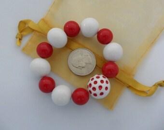 Polka Dot Bracelet Op Art 80s Bracelet Chunky Bead Bracelet Plastic Bead Bracelet Red White Bracelet Vintage Stretch Bracelet