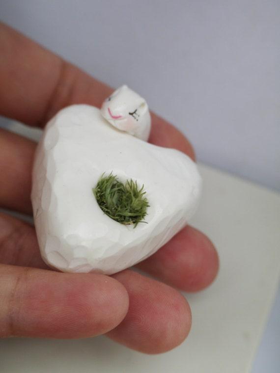 Petit f tiche mini galet coeur blanc by untetarddeuxcrapules for Petit galet blanc
