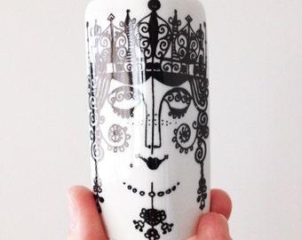 Gorgeous Queen shaker - vintage scandinavian design