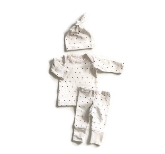 newborn take home outfit gender neutral by lemonjuicebrand