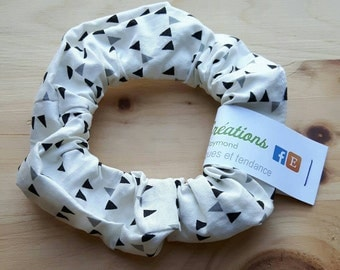 Scrunchie, hairtied, ponytail white with black and gray triangle
