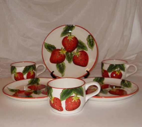 Vero Italian Kitchen: Strawberry Decor Vintage Plates And Cups Set Of 3 Casa Vero