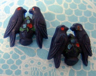 Love Birds - Vintage Plastic Sewing Buttons - boutons oiseaux