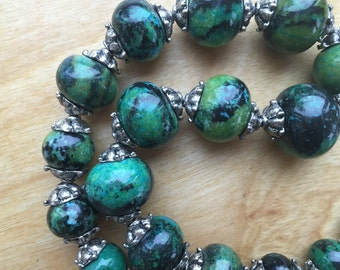 Green Stone Bead Necklace -- 704