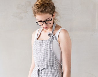 Washed traditional linen apron / Full linen apron in small checks