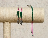 Earrings and bracelet with silver leaf. Fuchsia and green.