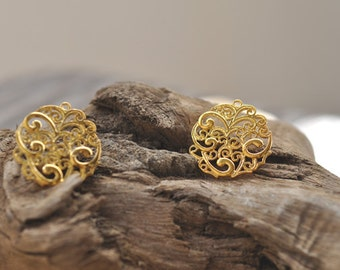 2 beautiful Filigree contemporary penant, gold plated brass metal P7082