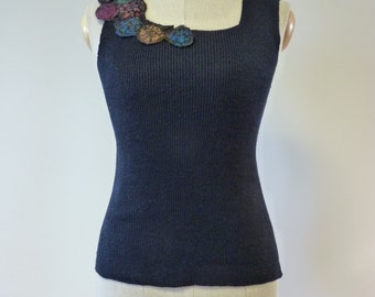 Feminine deep blue linen top with amazing felted decoration, M size.
