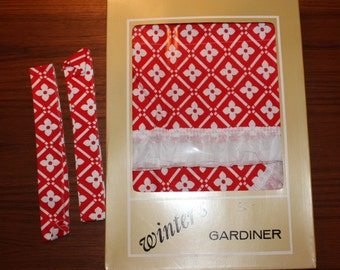 Adorable vintage pair of Curtain lengths and one Valance with retro floral pattern in red and white. Made by Olle Winter, Sweden.