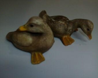 2 Vintage decorative small ducks