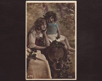 Pretty maenads, French hand tinted photo postcard - Girls with grapes, rppc, greek mythology, vintage, antique greeting card - 1905 (V3-38)