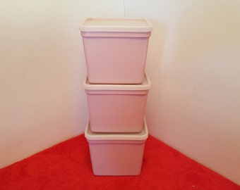 Vintage superseal containers, 28 ounce capacity super seal square food storage containers, pink containers