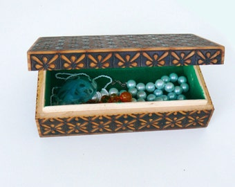 Vintage wooden retro jewelry box, hand painted  and hand carved box, pyrography box, oriental, ethnic, Memory Box