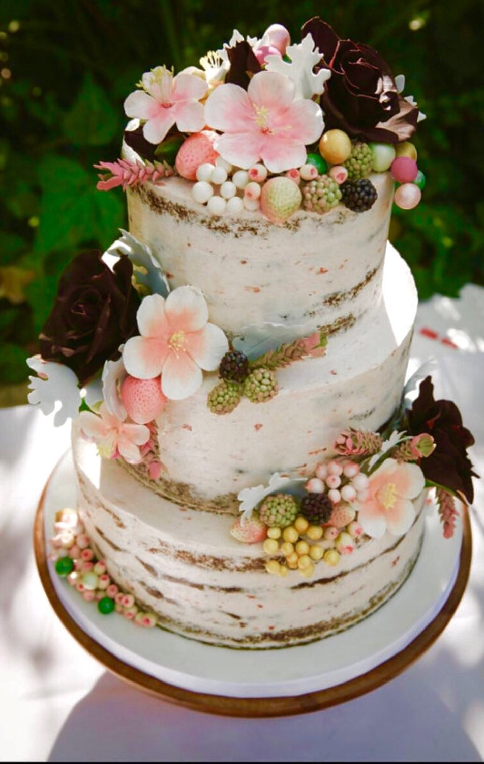 wedding cakes with berries and flowers sugar flowers berries and flowers wedding cake decorations 25980