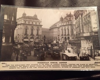 Vintage Postcard - London, Piccadilly Circus. Excellent condition!