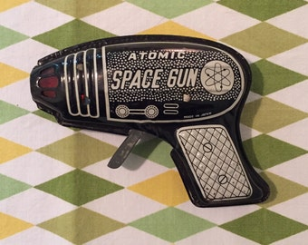 Ships Free 1950's Atomic Space Gun / Tin Litho / Lithographed Mid Century Toy / Made in Japan / Works!