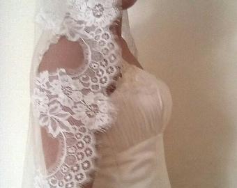Ivory lace veil. Light ivory , white veil .Lace veil. Beautiful Spanish style. Wedding veil. Bridal headpiece.